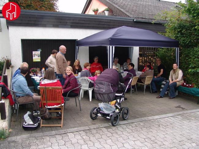Anton-Bange-Straße 2: Der Nachbarschaftstreff mit dem vermutlich jüngsten Teilnehmer – gerade einmal 6 Wochen alt!
